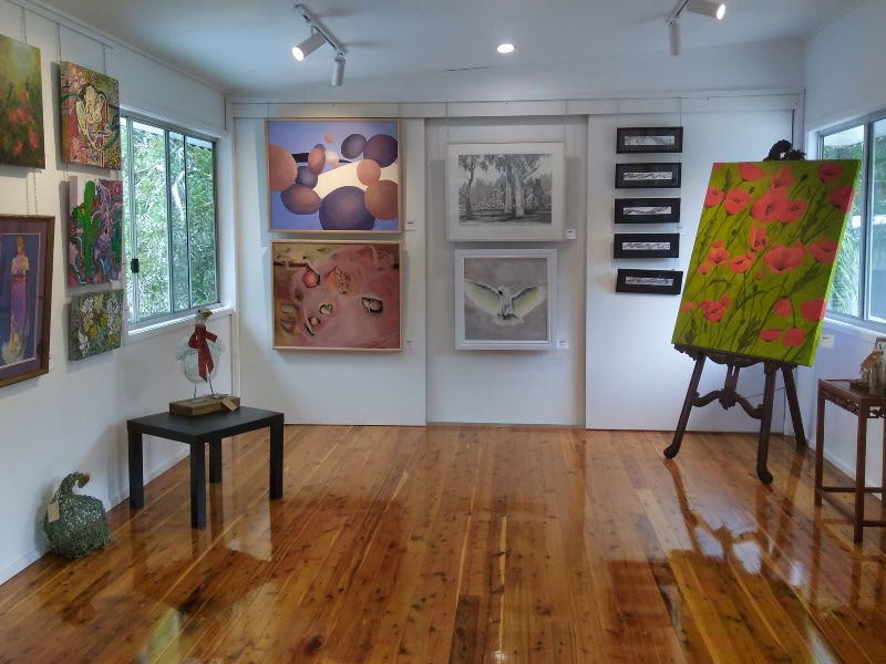 Art-Display-at-the-Coochiemudlo-Artisan-Collective-Gallery